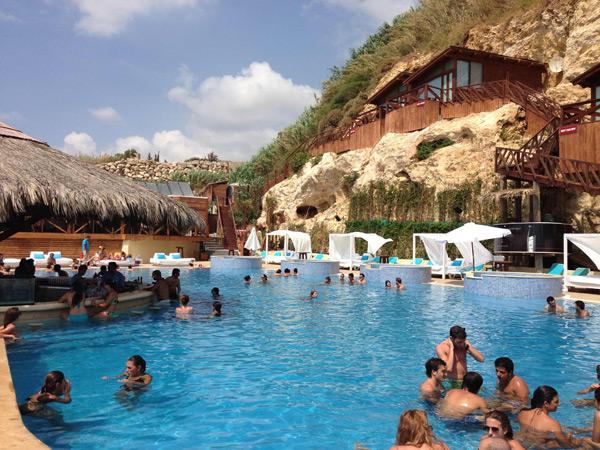 C-Flow Beach Resort, Jbeil