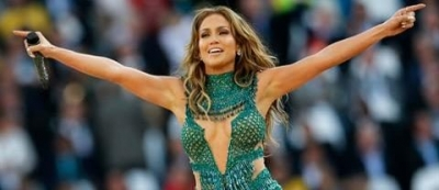 Lopez wows World Cup crowd in Lebanese design