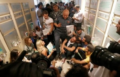You Stink protesters occupy Environment Ministry, call for Machnouk's resignation